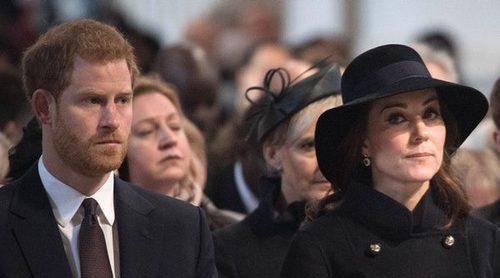 Los Duques de Cambridge y el Príncipe Harry rinden homenaje a las víctimas del incendio de la torre Grenfell