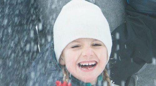 La divertida y entrañable felicitación navideña de Victoria y Daniel de Suecia con sus hijos Estela y Oscar