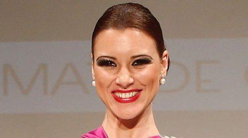 María Jesús Ruiz presume desfilando ante la atenta mirada de Gil Silgado
