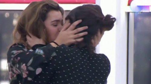 El besazo de Amaia y Anna Castillo en 'OT 2017' que ha causado revolución