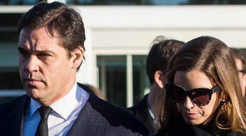 Luis Alfonso de Borbón se despide muy apenado de Carmen Franco en su misa funeral