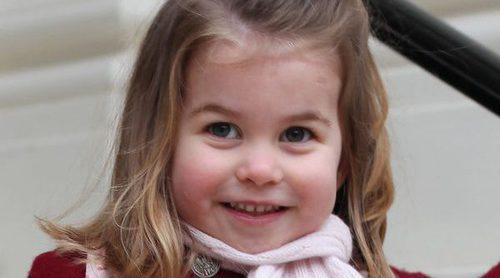 La Princesa Carlota de Cambridge, feliz y emocionada en su primer día de guardería