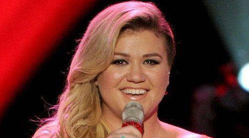 Kelly Clarkson crea polémica al decir que azota a su hija como castigo cuando se porta mal