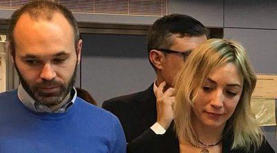 Andrés Iniesta muestra su lado más solidario con la visita al hospital de Vall d'Hebron