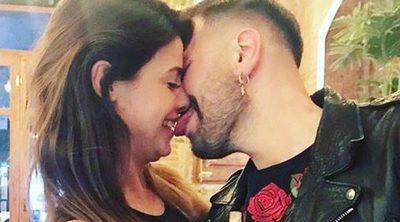 Ares Teixidó celebra su cumpleaños sin novio, pero con lametón incluido