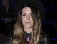 Laura Matamoros presume de tripita y Dafne Fernández de amor en el front row de la Fashion Week