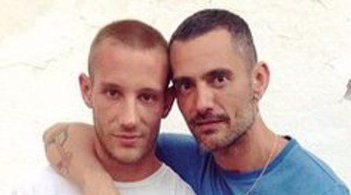 La romántica y especial boda de David Delfín y Pablo Sáez en el hospital