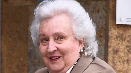 La Infanta Pilar consuela al Rey Juan Carlos en el hospital y confirma su buena evolución: 'Está estupendo'