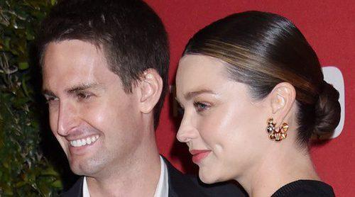 Miranda Kerr presume de la recta final de su embarazo derrochando complicidad con Evan Spiegel