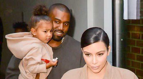 Kim Kardashian, atacada y tachada de mala madre por las fotos que le hace su hija North West