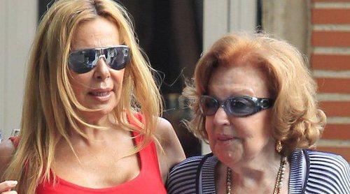La madre de Ana Obregón es dada de alta tras ingresar por su delicada salud