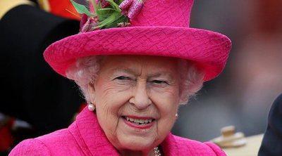 La curiosa y ruidosa forma con la que se despierta cada mañana la Reina Isabel