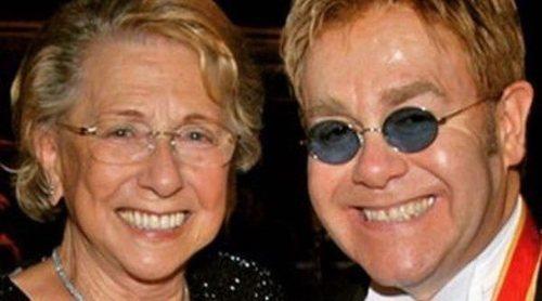 La madre de Elton John le ha dejado sin herencia cambiando el testamento 24 días antes de su muerte