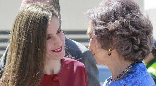 ¿A favor de la huelga feminista? Mientras la Reina Letizia para, la Reina Sofía continúa con su actividad