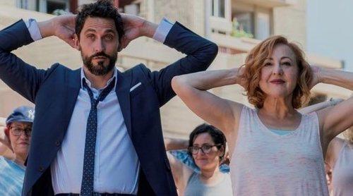 Carmen Machi y Paco León tratan de recuperar el tiempo perdido en este clip en primicia de 'La Tribu'