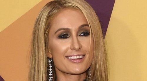 Paris Hilton pierde su anillo de compromiso de 1,6 millones mientras está de fiesta en un pub de Florida