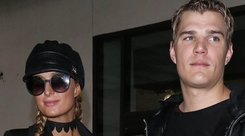 Chris Zylka admite que tendrá que firmar un contrato prenupcial para poder casarse con Paris Hilton