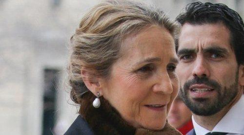 Los Reyes Felipe y Letizia, Juan Carlos y Sofía y las Infantas Elena y Cristina rinden homenaje al Conde de Barcelona