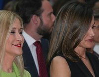 La Reina Letizia en la entrega de los Premios SM: del dardo indirecto a Cristina Cifuentes al guiño a Leonor y Sofía
