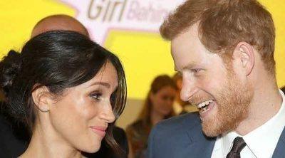 Meghan Markle y el Príncipe Harry de Inglaterra, todo complicidad a un mes de su boda