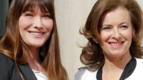 Carla Bruni 'cede' el papel de Primera Dama a Valérie Trierweiler tras la proclamación de François Hollande