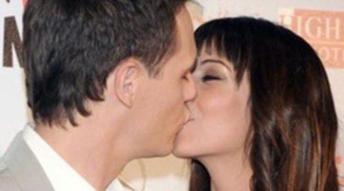 Christian Gálvez y Almudena Cid presumen de amor en la premiere de 'Ni pies ni cabeza'