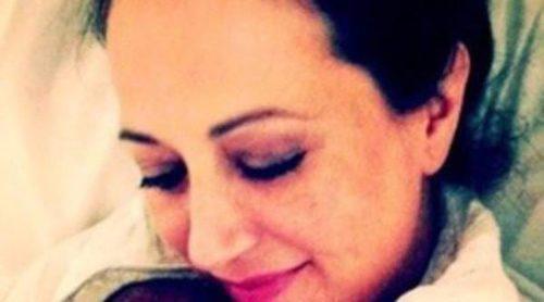Mai Meneses de Nena Daconte presenta a su hijo un día después de su nacimiento