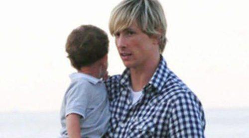 Fernando Torres y Pepe Reina pasean con su mujer y sus hijos tras el pase a cuartos en la Eurocopa 2012
