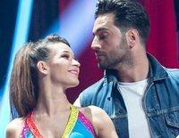 David Bustamante salva de un traspié con globos a Yana Olina en su actuación de 'Bailando con las estrellas'