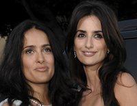 Amiguísimas: Penélope Cruz y Salma Hayek, amigas desde que durmieron juntas