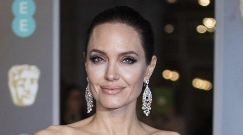 Angelina Jolie, enfadada al no poder viajar con sus hijos por su divorcio con Brad Pitt