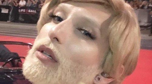 El radical cambio de look de Conchita Wurst por una buena causa