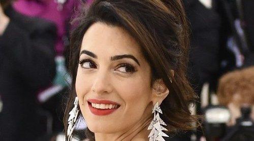 Amal Clooney cuenta su drama como refugiada en protesta a la política migratoria de Donald Trump