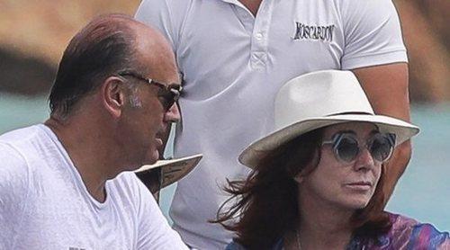 Ana Rosa Quintana ya disfruta de sus vacaciones en Formentera junto a Juan Muñoz