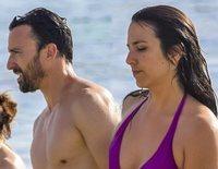 Irene Junquera y Pablo Puyol confirman su relación con un romántico beso en sus primeras vacaciones juntos