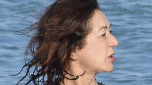 El primer chapuzón de Ana Rosa Quintana en las cristalinas aguas de Formentera