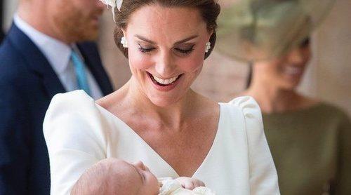 El bautizo del Príncipe Luis ofrece la primera imagen del Príncipe Guillermo y Kate Middleton con sus tres hijos