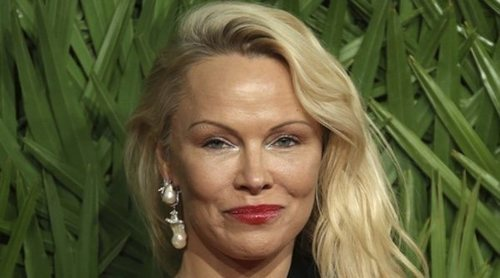 Pamela Anderson podría haberse comprometido con el futbolista Adil Rami
