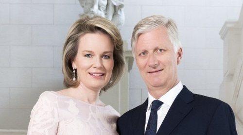 El poco original posado de la Familia Real Belga para celebrar los 5 años de reinado de Felipe de Bélgica