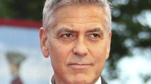 George Clooney vuelve al rodaje de 'Trampa-22' tras su accidente de moto