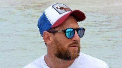 Leo Messi, aclamado como una estrella en Formentera durante sus vacaciones con Antonella Roccuzzo y sus hijos