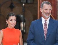 Los Reyes Felipe y Letizia reciben a la sociedad balear en el Palacio de la Almudaina junto a la Reina Sofía