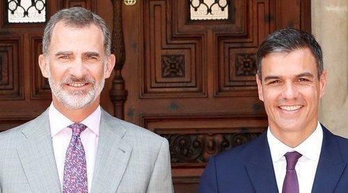 Los Reyes Felipe y Letizia abren el Palacio de Marivent por primera vez a Pedro Sánchez y Begoña Gómez