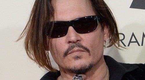 Johnny Depp acusa a Amber Heard de haber defecado en su cama: