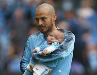 La emotiva aparición de David Silva con su hijo Mateo sobre el césped tras ocho meses de lucha