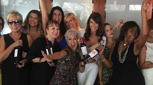Así ha sido la fiesta de despedida de 'Amigas y conocidas': fotos para el recuerdo y un vino muy especial