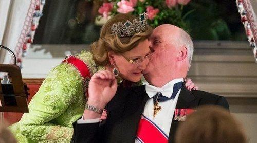 Harald y Sonia de Noruega: la historia de amor entre el Príncipe y la costurera que despechó a la Reina Sofía