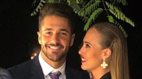 Hugo Paz está enamorado: asiste a la boda de su hermano con su novia Mel como acompañante