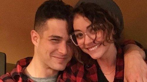 Sarah Hyland y su novio Wells Adams se van a vivir juntos: 'Estamos en la fase de luna de miel'