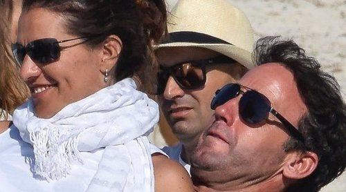 Álvaro Muñoz Escassi y Carmen Matutes se han casado en secreto 'para demostrar que lo suyo va en serio'